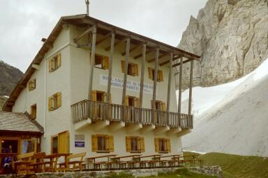Italienische Tribulaunhütte (2368m)