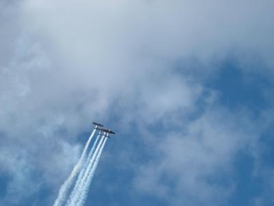 4 Flieger bei ner Flugshow