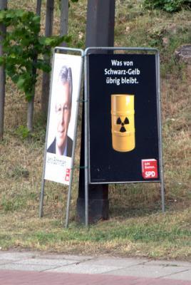 Wahlplakat SPD: Was von Schwarz-Gelb übrig bleibt. Atommüll.