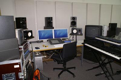 Arbeitsplatz im Tonstudio der FH Vorarlberg