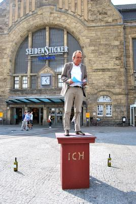 "Bahnhofsmanager Martin Novosad betont: ""Die Ich-Denkmal-Idee ist charmant."""
