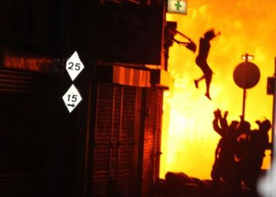 london-riots-woman-leaps