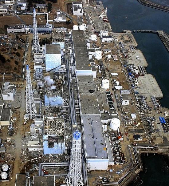 Fukushima Ende März 2011 von oben nach unten Reaktor 1, 2, 3 und 4