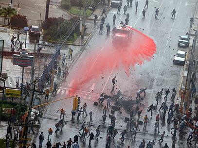 Honduras Strassenschlacht nach Putsch