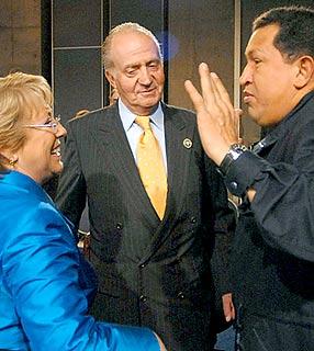 Juan Carlos, Bachelet und Chávez