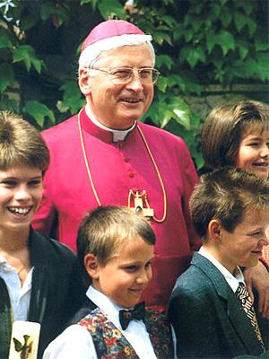 Bischof Mixa und Kinder
