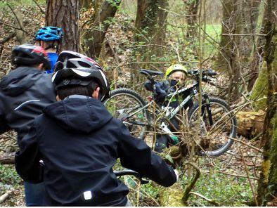 Unser morgendlicher Weg zur Trainingsstrecke führte über verschiedene Hindernisse in der Natur.