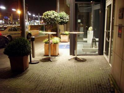 Tulip_Inn_Bielefeld_nachts