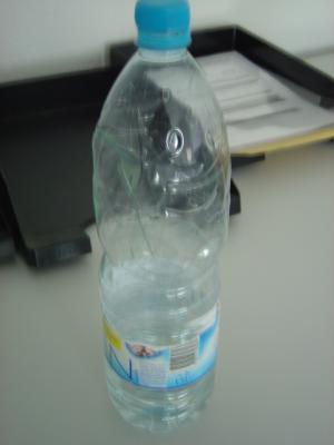 ganz-normal-flasche-wasser