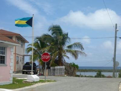 Die Flagge zeigt: Wir sind auf den Bahamas