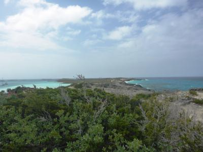 ...rechts der Atlantik,links der ruhige Exuma-Park...
