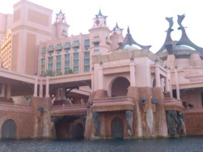 Wasserseitige Einfahrtstore in den <br /> Casino-Komplex...Unheimlich...