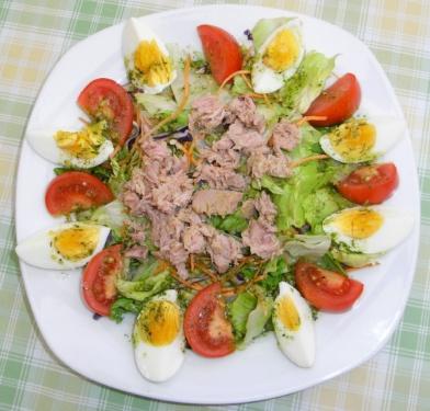 Gemischter-Salat-mit-Thunfisch