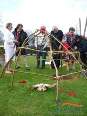 Schwitzhuettenbau im Maximare mit Cherokee Medizinmann Turtle Winds Firewalker
