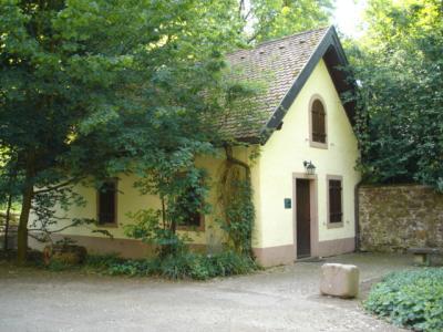 Hugstetter-Schlosspark-Backhaeusle