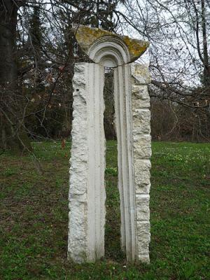 Rene-Kueng-Skulptur-im-Hospiz-im-Park-Arlesheim-Foto-Rosmary-Voeglti