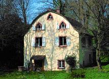 Schlosspark-Hugstetten-Gaertnerhaus-von-vorne