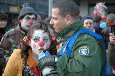 bull hat sein käppi verloren, clown soll ihn wieder geben...