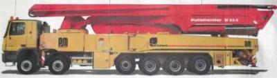 Die Riesenwasserwerferpumpe mit ihrem Partner, dem Lastwagen, eng umschlungen - im Ruhezustand vor dem naechsten großen Einsatz