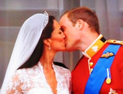 Der königliche Kuss auf dem Balkon von Buckingham Palace