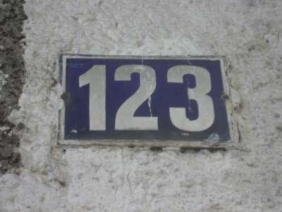 Frankfurt_Kettenhofweg123_Hausnummer_Adorno