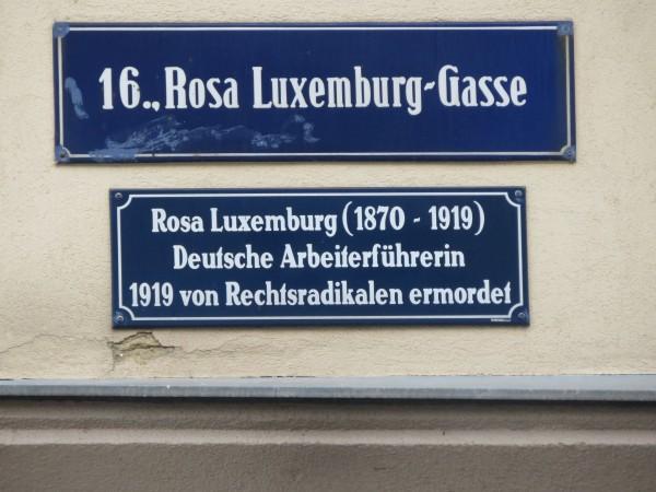 LuxemburgRosa_Wien_RosaLuxemburgg_Wien_Strassenschild_1