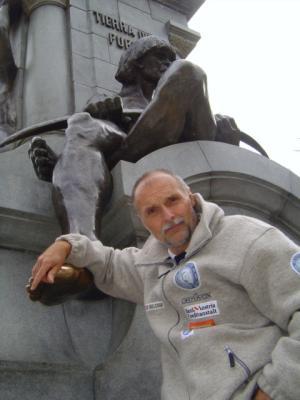 Melchior-vor-Magellan-Statue