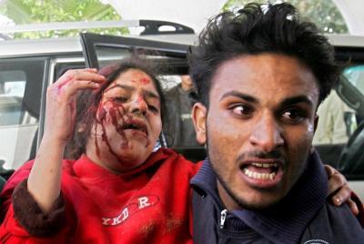 verwundete palästinensische frau ende dezember 2008; foto: amir farshad ebrahimi
