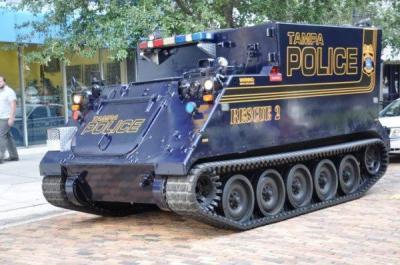 gepanzertes polizeifahrzeug in tampa<br /> bildquelle<br /> twitter via the daily