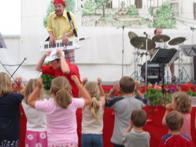 Ein Auftritt in einem Schützenfestzelt in Oberfranken vor vielen Kindern mit viel Arbeit