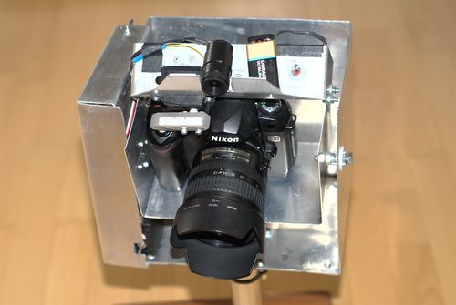 Die Minikamera oben zeigt den gleichen Bildausschnitt wie die Spiegelreflexkamera.