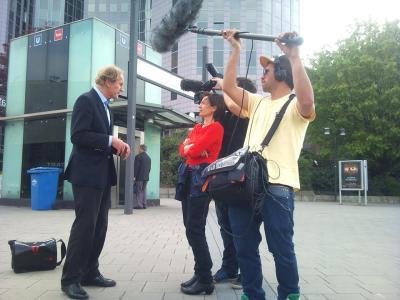 Walter-Brune-im-Interview-mit-dem-Filmteam-von-Global-Shopping-Village
