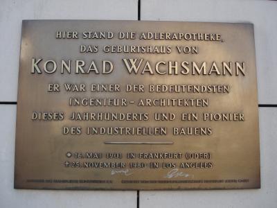Gedenktafel am Frankfurter Filmpalast.