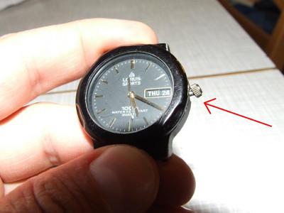verbogenes Drehrad an der Uhr