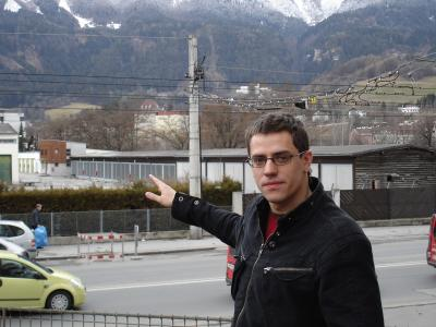 Gemeinderat Gebi Mair (Grüne) vor der Eugenkaserne in Innsbruck, 2007
