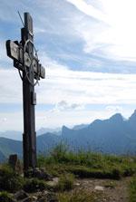 Gipfelkreuz des Zafernhorn, im Hintergrund der Zitterklapfen