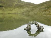 Spiegelungen im glasklaren Lichtsee