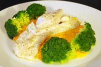 Pochierter Kabeljau mit Karottenpüree und Brokkoli