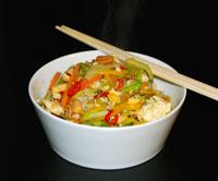 Scharfes Wokgemüse mit Erdnüssen