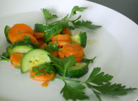 Leichtes Sommergemüse mit Zucchini und Karotten