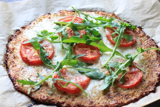 Blumenkohlboden-Pizza
