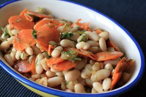 Bohnensalat-mit-Karotte-Dill