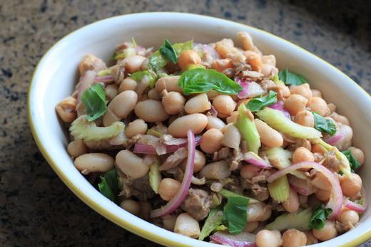 Cannellini-Bohnen-Kichererbsen-Salat-Thunfisch