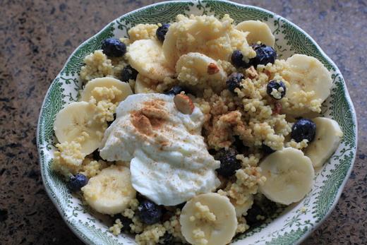 Hirsebrei-Bananen-Heidelbeeren