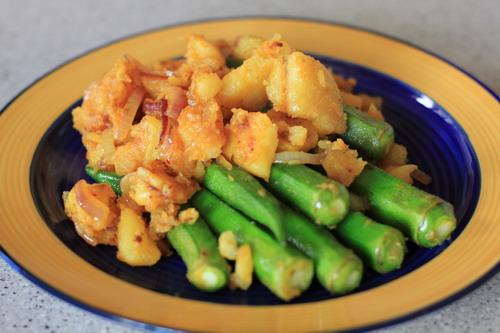 Okras-mit-Bratkartoffeln