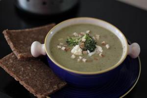 gesund geniessen brokkoli blumenkohlsuppe mit sojamilch. Black Bedroom Furniture Sets. Home Design Ideas