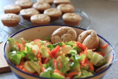 Ziegenkaese-Muffins-u-Salat