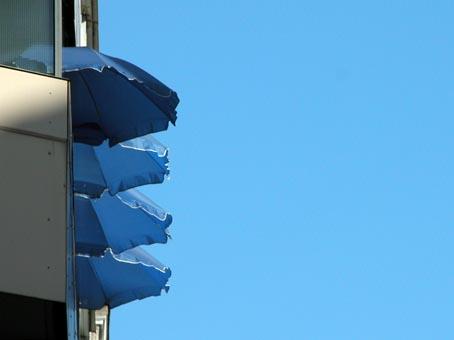Blaue-Schirme