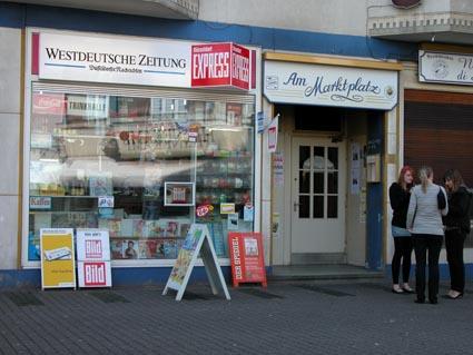 Buedchen-am-Marktplatz