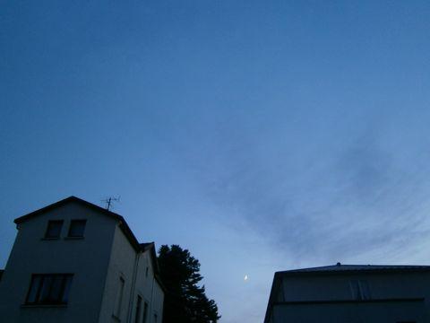 hinterm-Mond